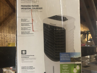 NEW   Honeywell air conditioner TC09PMW   with original packaging