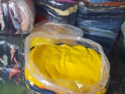 Second-hand clothes from € 0.70 / Kg.